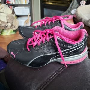 Puma Women's Black and Pink Athletic Shoes Size 7